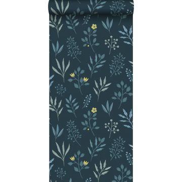 carta da parati motivo floreale in stile scandinavo blu scuro e giallo ocra da ESTA home